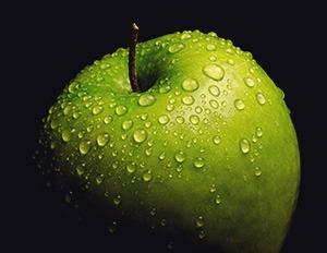 Une pomme verte pour minimiser les bruits de bouche