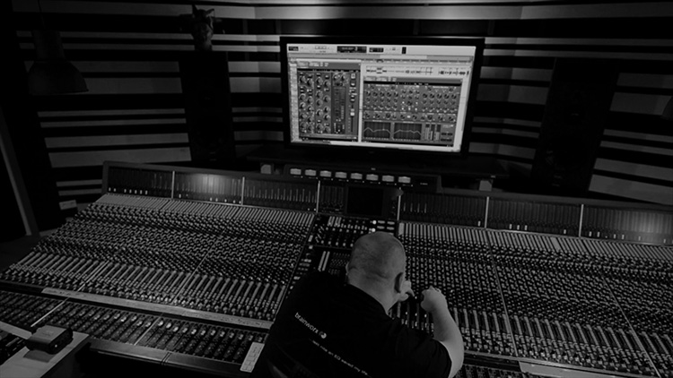 Dirk in his studio in Germany