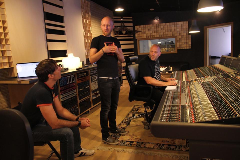 L'équipe de Brainworx en studio