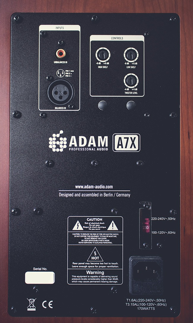 Connectique au dos des enceintes Adam A7X