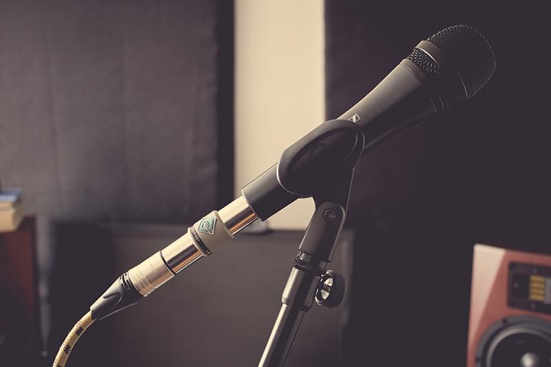 Un FetHead branché sur un microphone dynamique