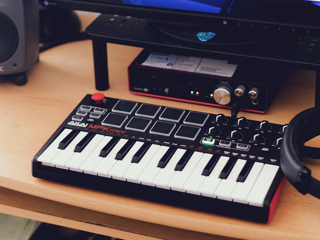 Un clavier MIDI en home studio