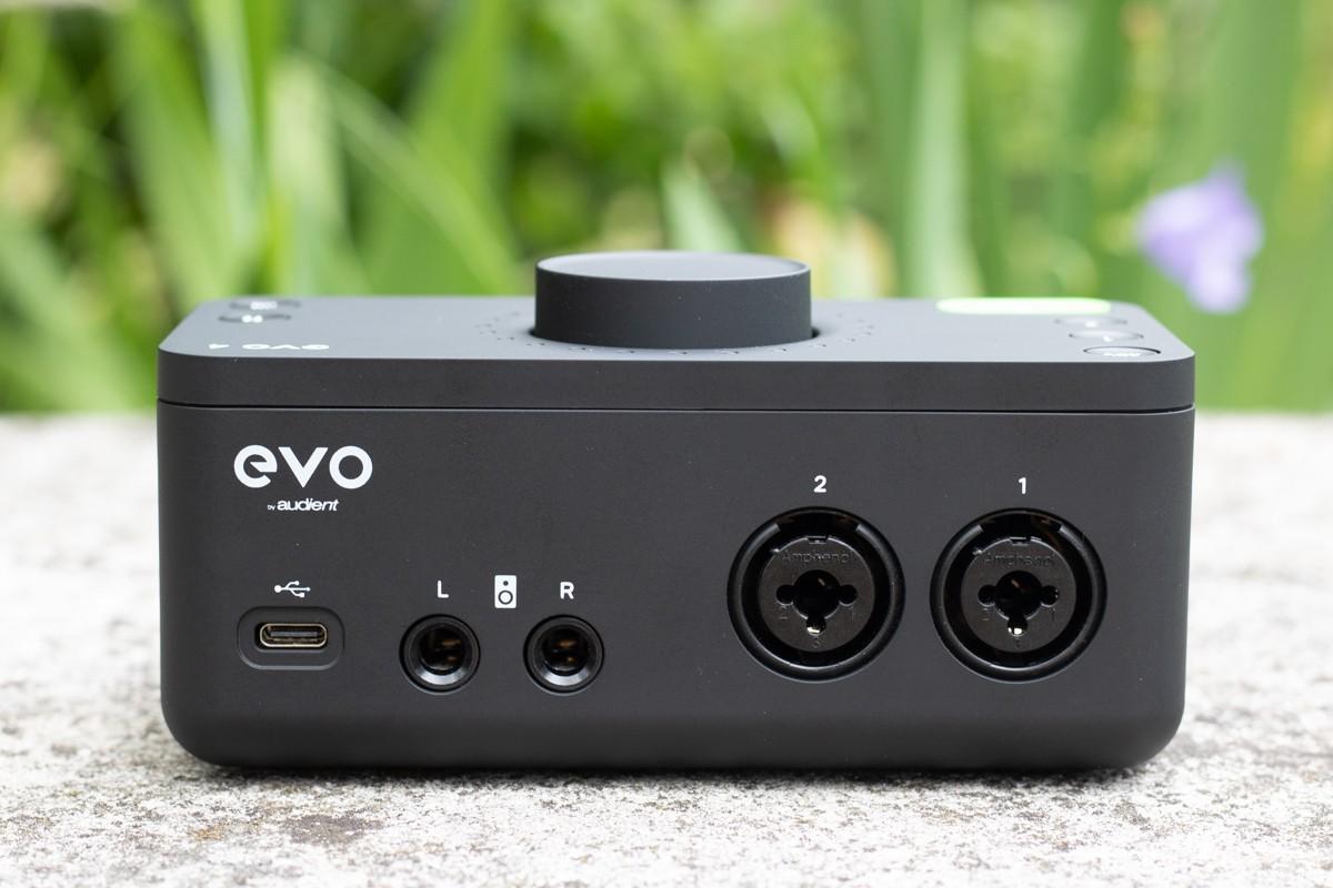 Les connectiques arrières de l'Audient EVO 4