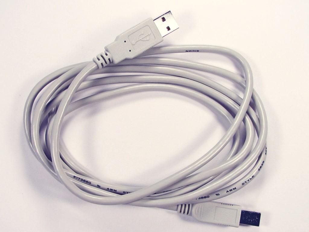 Un câble USB