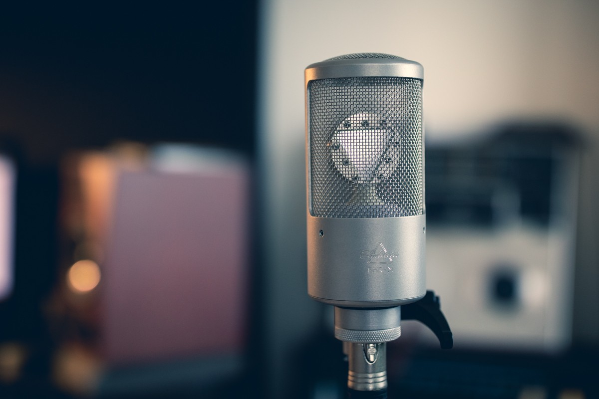 Le microphone Ehrlund EHR-M avec sa capsule triangulaire
