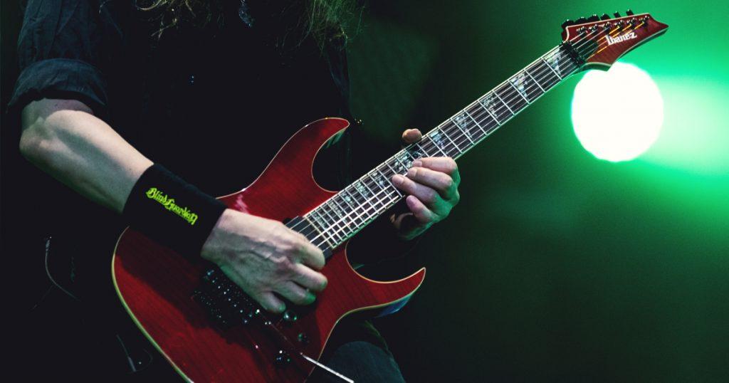 Guitare d'un groupe de metal