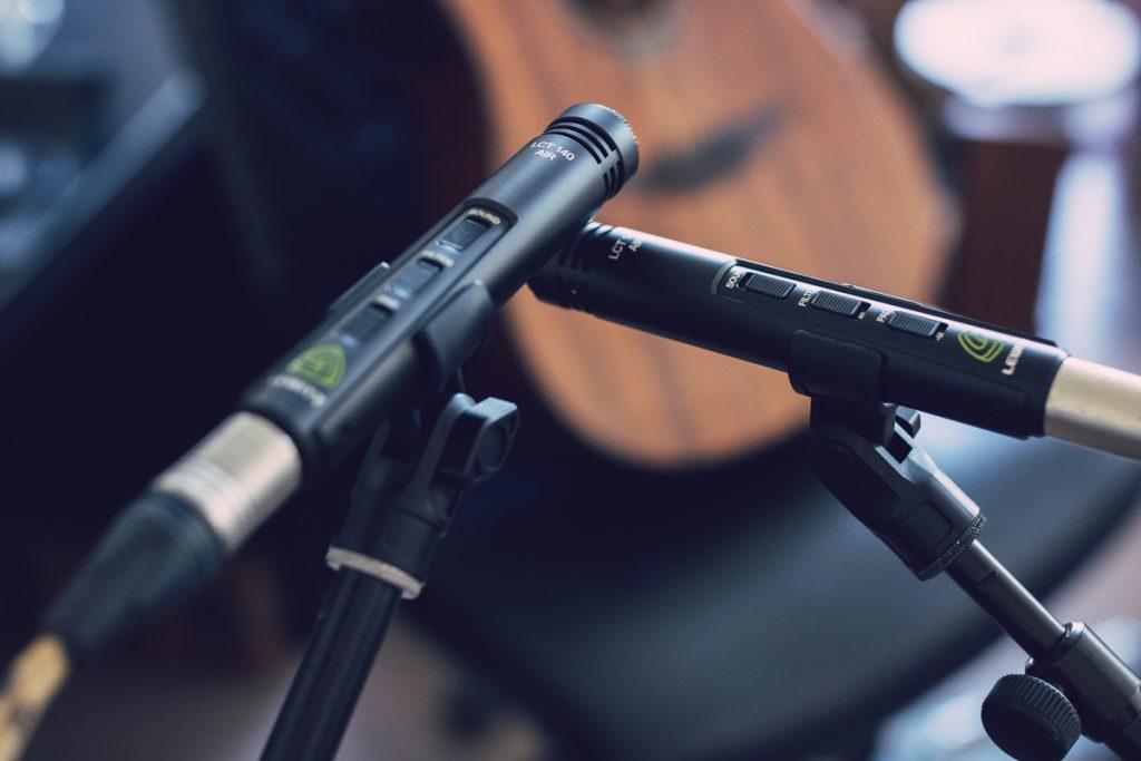 Enregistrement d'une guitare acoustique avec les LEWITT LCT 140 Air Stereo Pair